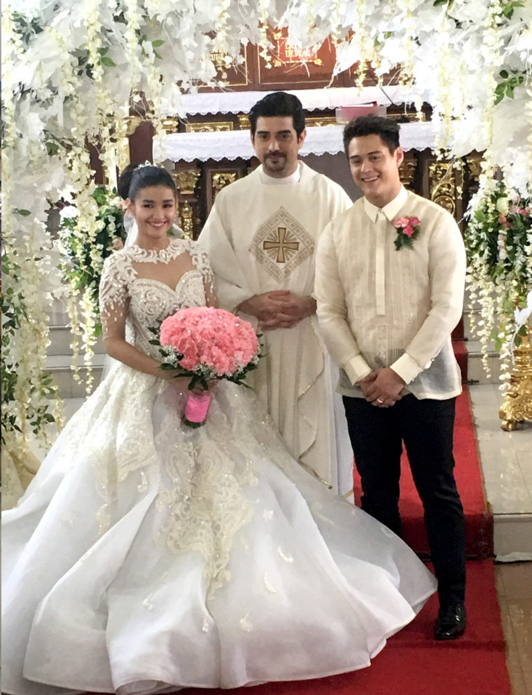 Liza Soberano And Enrique Gil With Ian Veneracion Who Made A Cameo As The Priest In Their Wedding